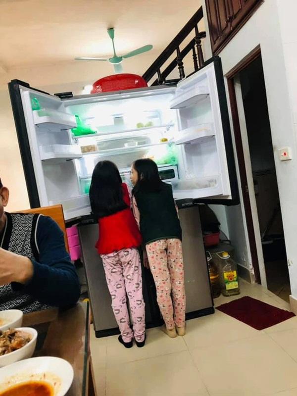 Mẹ trẻ lên mạng cầu cứu vì con tối ngày mở tủ lạnh, ngờ đâu nhiều nhà còn chịu cảnh khủng khiếp hơn mà chỉ biết bó tay bất lực-8