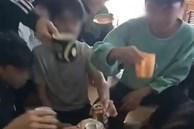 """Cô giáo đăng clip học sinh lớp 9 cầm bia hô """"1, 2 ,3, zô"""" lên Facebook"""
