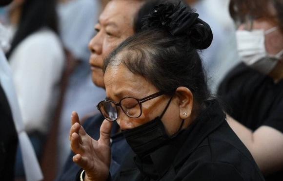 Mẹ Vân Quang Long nghẹn ngào: Chồng tôi như muốn chết đi khi các Youtuber xúc phạm, chửi bới liên tục-2