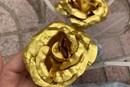 Cận kề ngày 8.3, hoa hồng được quảng cáo mạ vàng giá siêu rẻ bán tràn lan