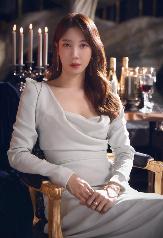 Lee Ji Ah tái xuất Penthouse 2 với mái tóc ngắn: Độ sang xịn lên một tầm cao mới, trẻ và chất đến độ không ai nghĩ đã 43 tuổi-2