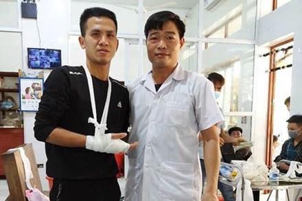 'Người hùng' Nguyễn Ngọc Mạnh bị rạn xương ngón tay, chưa bắt đầu công việc bình thường