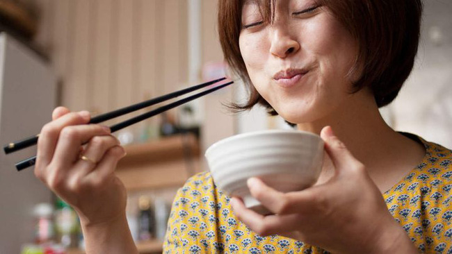 Ăn quá nhiều khiến người đàn ông nôn ra máu, cảnh báo ăn uống quá độ có thể giết bạn bất cứ lúc nào-4