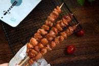 Thịt xiên nướng muốn mềm ngon xuất sắc thì không thể bỏ qua cách làm này