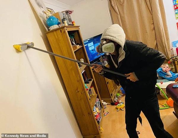 Vừa dọn nhà sạch như lau như li, mẹ quay đi vài phút đã chết sững khi chứng kiến hiện trường tan hoang cặp sinh đôi bày ra-3
