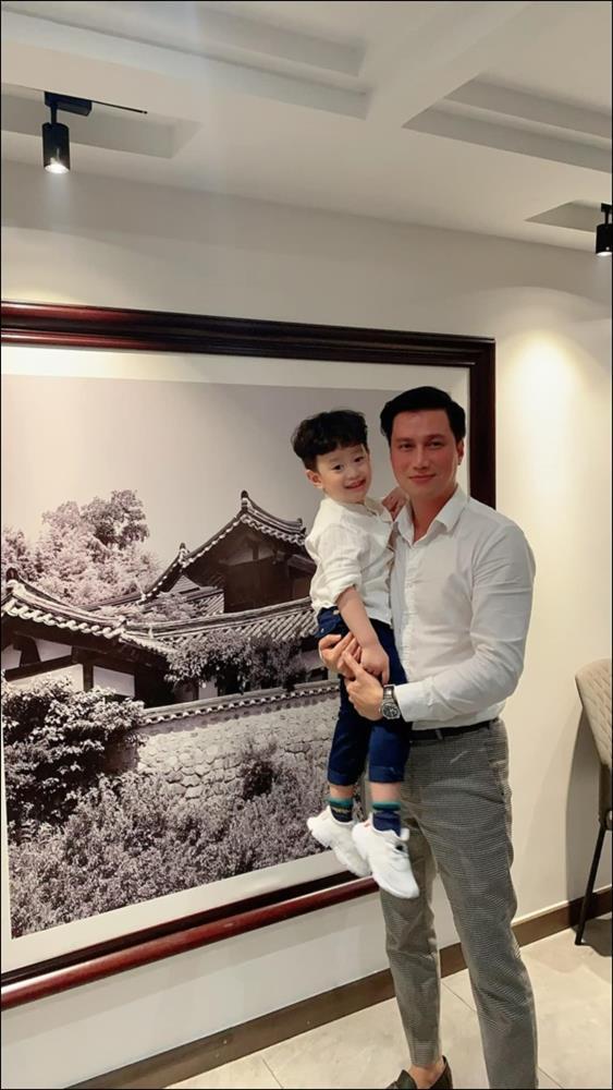 Văn minh sau ly hôn như Việt Anh và vợ cũ: Vẫn đứng chung một khung hình, cùng tổ chức mừng sinh nhậtcon trai-1