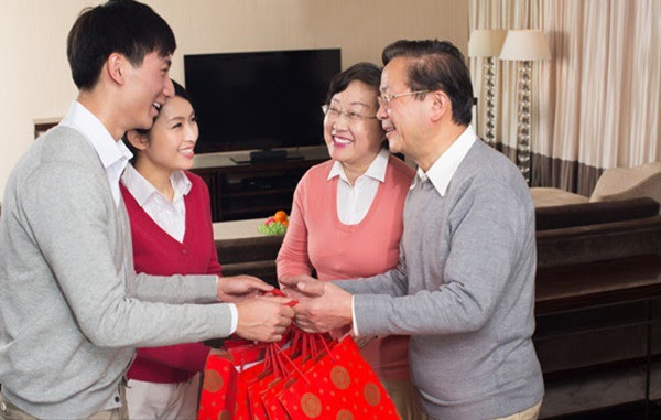 Anh rể tháng nào cũng biếu bố mẹ vợ 5 triệu dưỡng già, nhưng hành động của anh lúc bố lâm chung khiến cả nhà tôi ghê tởm-1