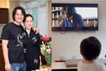 Quách Ngọc Ngoan khoe hình ảnh con gái chăm chú xem phim của ba