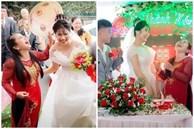 Ngày con trai lấy vợ, biểu cảm của mẹ chiếm trọn sự chú ý: Cười sung sướng từ lúc đón dâu về tới khi trao quà