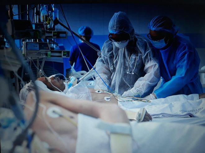 """Nữ bác sĩ được tiêm vắc xin ngừa Covid-19 đầu tiên tại TP.HCM: Đây là món quà 8/3 ý nghĩa nhất mà mình nhận được""""-2"""