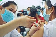 Nữ bác sĩ đầu tiên ở TP.HCM được tiêm vaccine Covid-19