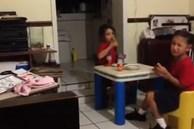 Hoảng hồn nghe 2 bé gái hét thất thanh rồi bỏ chạy khi nhìn thấy 'bóng ma' vô hình ngay trong bếp nhà mình