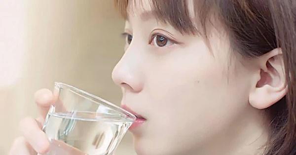 4 biểu hiện khi uống nước cho thấy sức khỏe của bạn đang có vấn đề, nếu không có thì chứng tỏ bạn vẫn rất khỏe mạnh-1