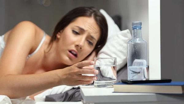 4 biểu hiện khi uống nước cho thấy sức khỏe của bạn đang có vấn đề, nếu không có thì chứng tỏ bạn vẫn rất khỏe mạnh-3