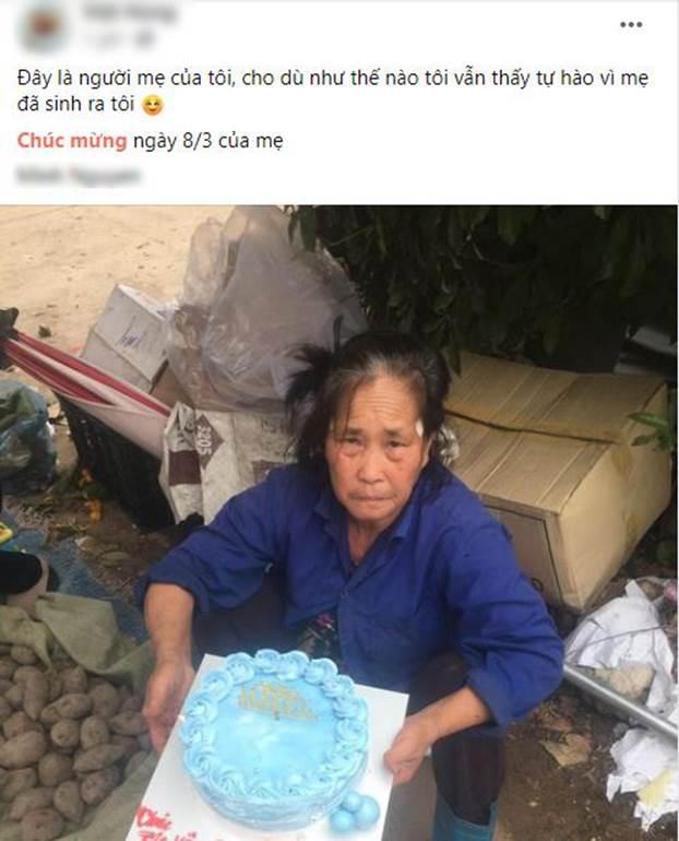 Khoảnh khắc xúc động nhất ngày 8/3: Người mẹ già tần tảo nhận bánh kem từ con trai với lời chúc mừng chưa bao giờ nói ra-1