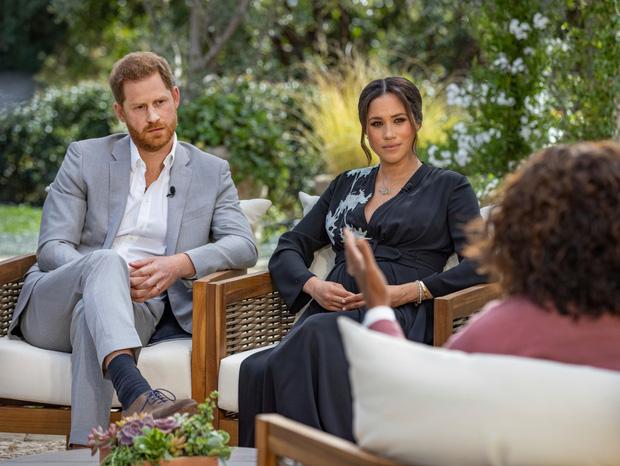 Vừa bị Nữ hoàng Anh lấy lại tất cả, Meghan Markle liền lên tiếng nhận xét về bà trong cuộc phỏng vấn 1 lần kể hết khiến dư luận bất ngờ-1