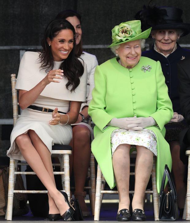 Vừa bị Nữ hoàng Anh lấy lại tất cả, Meghan Markle liền lên tiếng nhận xét về bà trong cuộc phỏng vấn 1 lần kể hết khiến dư luận bất ngờ-2