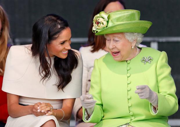 Vừa bị Nữ hoàng Anh lấy lại tất cả, Meghan Markle liền lên tiếng nhận xét về bà trong cuộc phỏng vấn 1 lần kể hết khiến dư luận bất ngờ-3