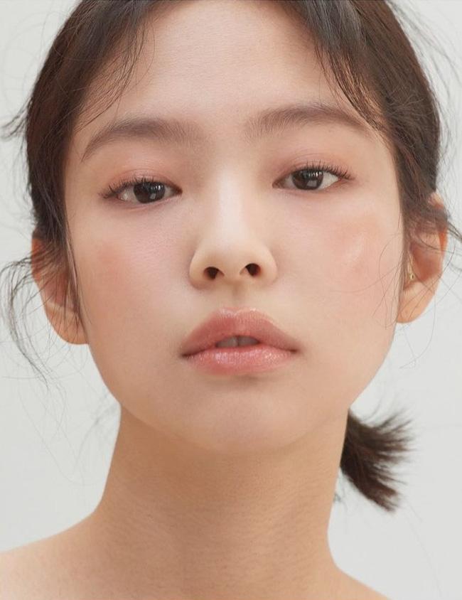 4 bí kíp then chốt để makeup tự nhiên kiểu Jennie, nàng công sở áp dụng chắc chắn không thể xấu-1