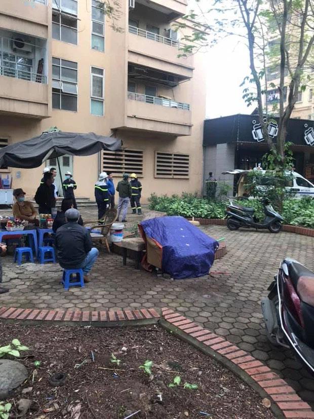 Hà Nội: Nữ sinh lớp 10 rơi từ tầng cao chung cư xuống mái tôn tử vong-1