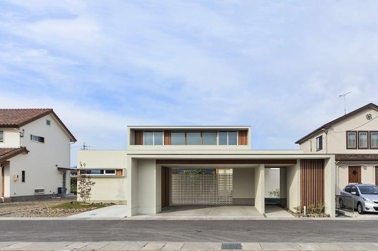 Nhà 2 tầng đẹp hoàn hảo từ trong ra ngoài, mặt tiền rộng, thiết kế ấn tượng, lại thêm sân vườn nhìn là mê-1