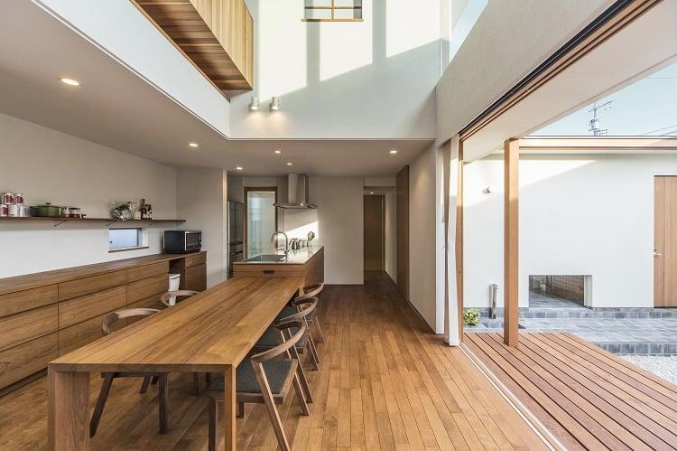 Nhà 2 tầng đẹp hoàn hảo từ trong ra ngoài, mặt tiền rộng, thiết kế ấn tượng, lại thêm sân vườn nhìn là mê-8