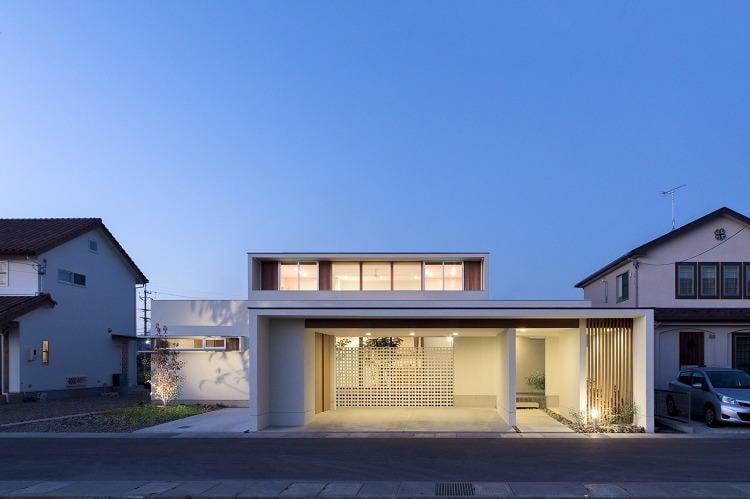 Nhà 2 tầng đẹp hoàn hảo từ trong ra ngoài, mặt tiền rộng, thiết kế ấn tượng, lại thêm sân vườn nhìn là mê-3