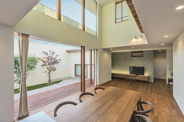 Nhà 2 tầng đẹp hoàn hảo từ trong ra ngoài, mặt tiền rộng, thiết kế ấn tượng, lại thêm sân vườn nhìn là mê-5