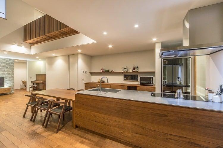 Nhà 2 tầng đẹp hoàn hảo từ trong ra ngoài, mặt tiền rộng, thiết kế ấn tượng, lại thêm sân vườn nhìn là mê-7