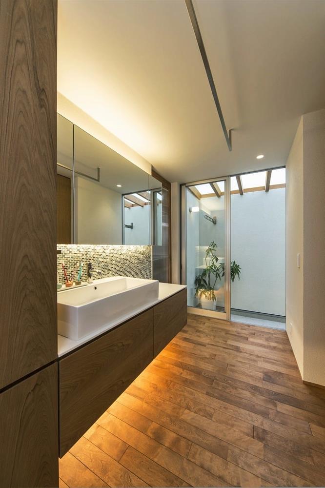 Nhà 2 tầng đẹp hoàn hảo từ trong ra ngoài, mặt tiền rộng, thiết kế ấn tượng, lại thêm sân vườn nhìn là mê-11