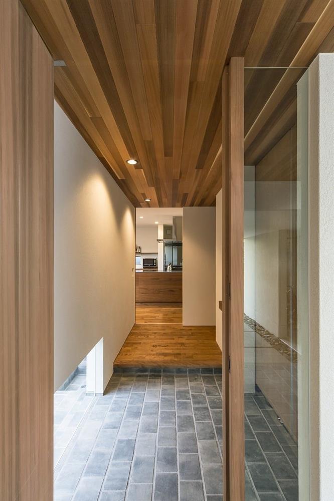 Nhà 2 tầng đẹp hoàn hảo từ trong ra ngoài, mặt tiền rộng, thiết kế ấn tượng, lại thêm sân vườn nhìn là mê-16