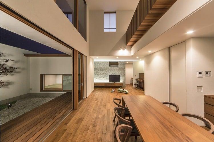 Nhà 2 tầng đẹp hoàn hảo từ trong ra ngoài, mặt tiền rộng, thiết kế ấn tượng, lại thêm sân vườn nhìn là mê-9