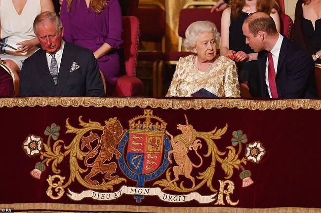 Hậu cuộc phỏng vấn bom tấn của nhà Sussex: Meghan Markle tung ảnh mới trêu ngươi, hoàng gia Anh bị rúng động-2