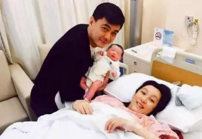 Nữ diễn viên nổi tiếng sinh em bé khổng lồ, sau 5 năm nhìn ngoại hình đứa trẻ mà khán giả bất ngờ-4
