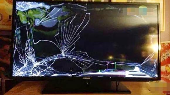 Sang nhà người yêu làm vỡ TV hơn 40 triệu, anh chàng tính kế chuồn nhưng ai ngờ bị dân mạng trách dại-2