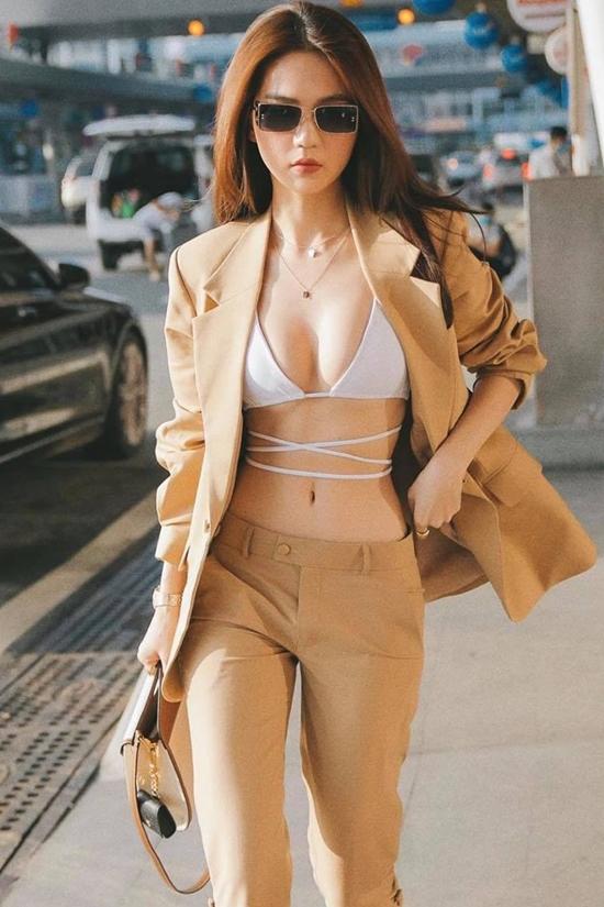 Nối gót Ngọc Trinh, Khổng Tú Quỳnh diện áo bikini xuống phố-5