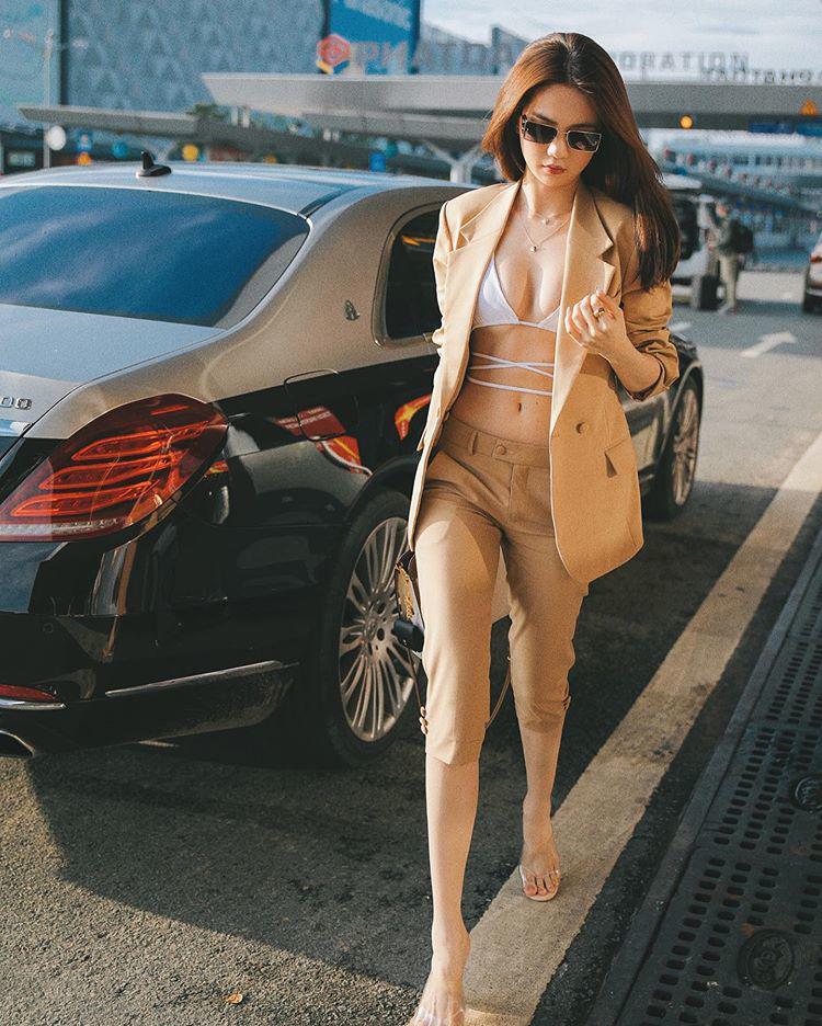 Nối gót Ngọc Trinh, Khổng Tú Quỳnh diện áo bikini xuống phố-6