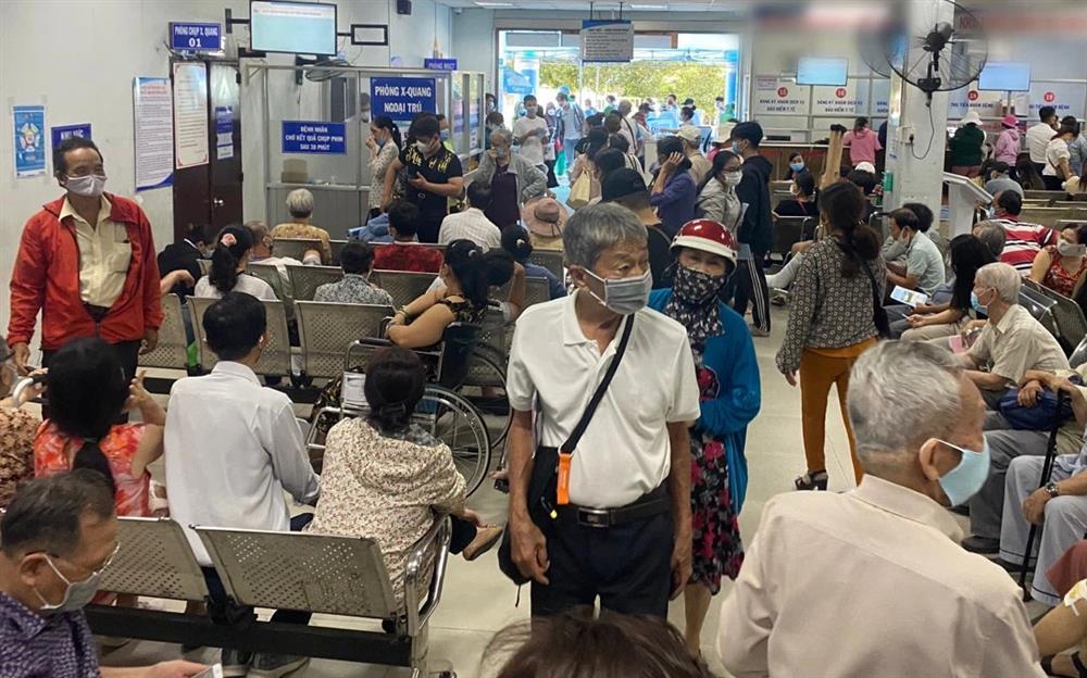 34 trạm y tế bất ngờ ngưng khám chữa bệnh bảo hiểm, TP.HCM họp khẩn cấp-1