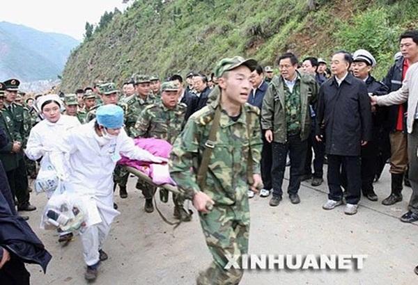 Bé gái 3 tuổi thoát chết kỳ diệu trong trận động đất thảm khốc ở Trung Quốc và hành trình trưởng thành khó tin của thiên thần một chân-1
