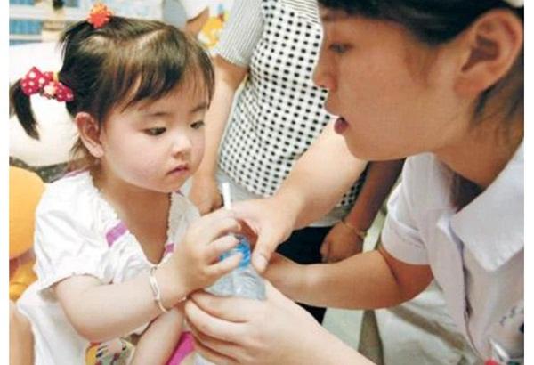 Bé gái 3 tuổi thoát chết kỳ diệu trong trận động đất thảm khốc ở Trung Quốc và hành trình trưởng thành khó tin của thiên thần một chân-2