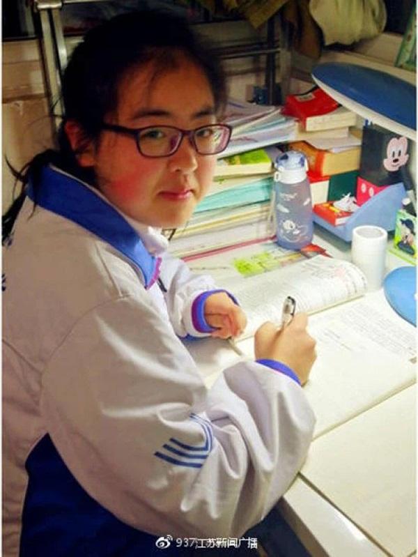 Bé gái 3 tuổi thoát chết kỳ diệu trong trận động đất thảm khốc ở Trung Quốc và hành trình trưởng thành khó tin của thiên thần một chân-7