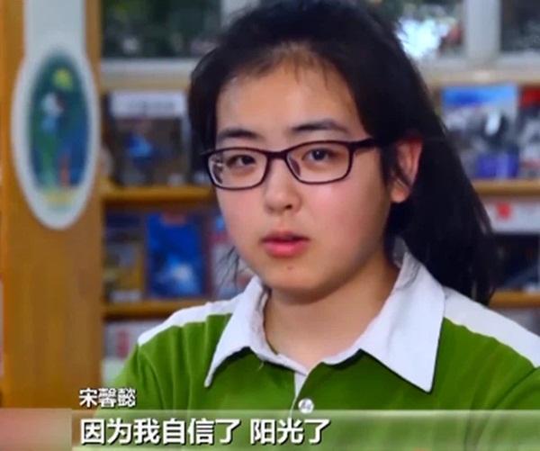 Bé gái 3 tuổi thoát chết kỳ diệu trong trận động đất thảm khốc ở Trung Quốc và hành trình trưởng thành khó tin của thiên thần một chân-8