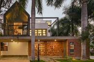 Ngôi nhà êm đềm của ba thế hệ, thiết kế đơn giản, sân vườn thoáng mát như sống giữa thiên nhiên