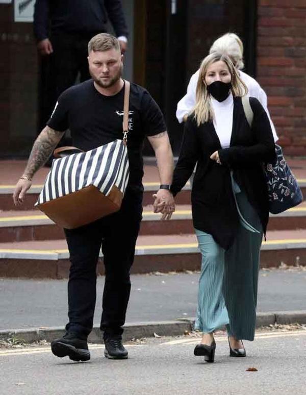 Vụ nữ giáo viên quan hệ với nam sinh nhiều lần trong xe hơi: Người chồng đưa ra tuyên bố gây choáng tại tòa án khiến cô vợ rơi nước mắt-2