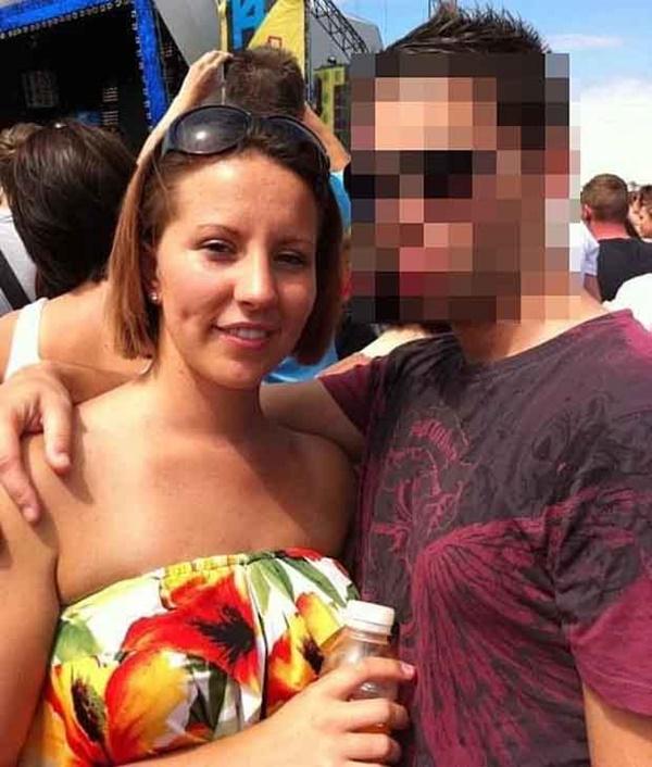 Vụ nữ giáo viên quan hệ với nam sinh nhiều lần trong xe hơi: Người chồng đưa ra tuyên bố gây choáng tại tòa án khiến cô vợ rơi nước mắt-3