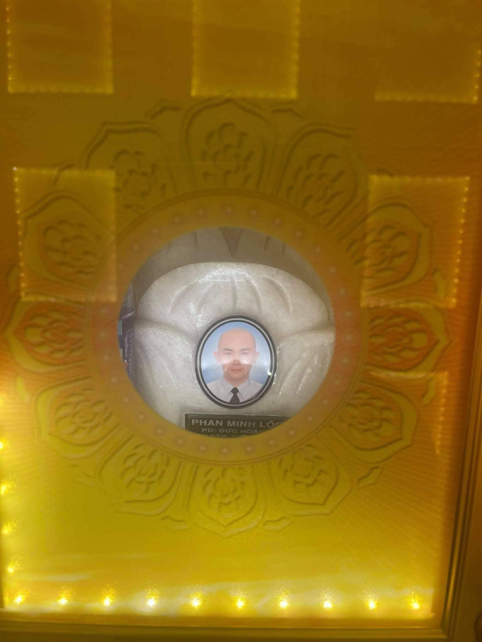Hình ảnh nơi an nghỉ của chuyên gia trang điểm Minh Lộc được Vũ Thu Phương tiết lộ giữa lúc cả showbiz hoang mang-2