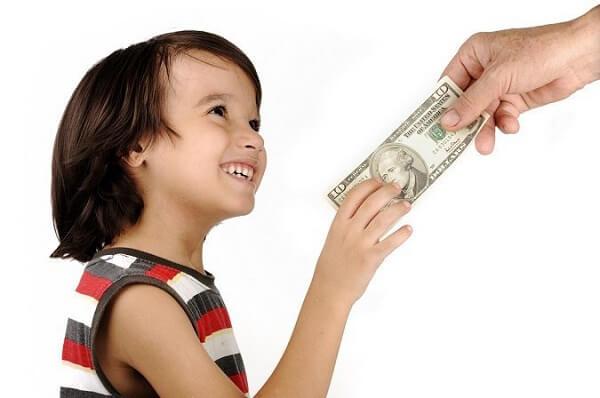 """Khi trẻ tò mò về độ giàu – nghèo"""" của gia đình, cha mẹ nên phản ứng thế nào và 2 điều  cần tránh-1"""