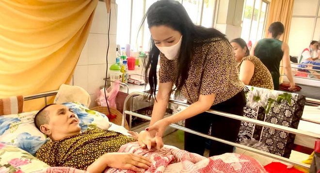 Trịnh Kim Chi đến viện thăm NS Hoàng Lan: Tôi xót xa và lo cho tình trạng hiện tại của chị Lan-3