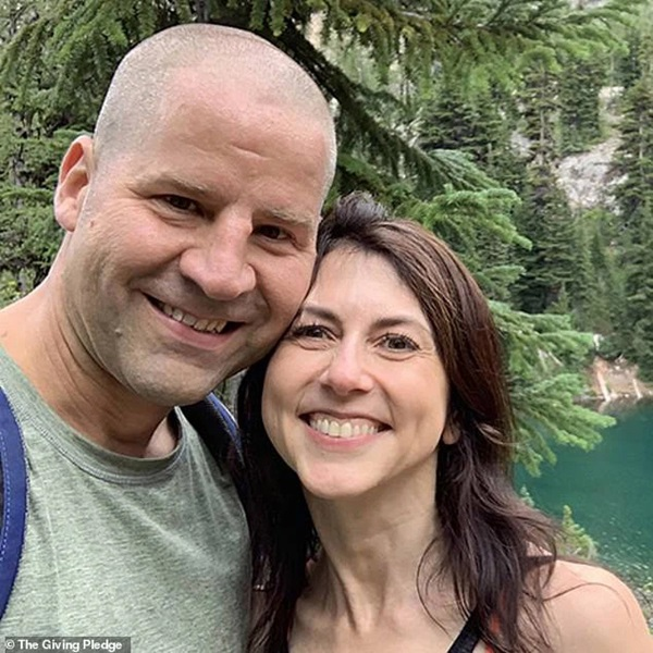 Vợ cũ vừa tái hôn, tỷ phú Amazon đã nhận ngay tin không vui liên quan đến quá khứ ngoại tình, kẻ thứ 3 im hơi lặng tiếng-3