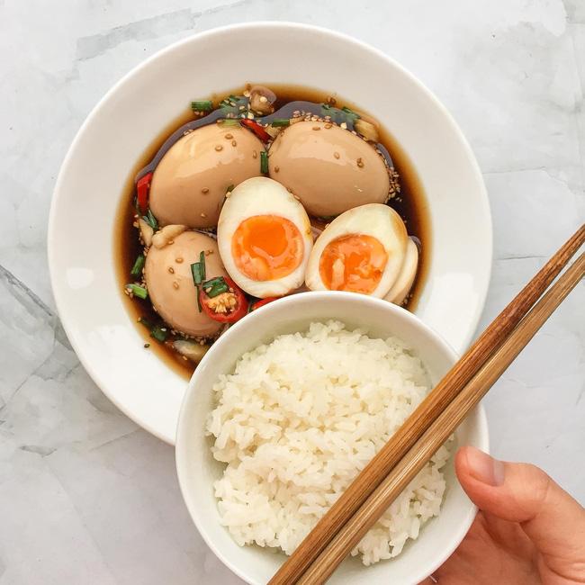 Loại bỏ nhàm chán mùa Covid và góp phần giải cứu nông sản quê hương cùng món trứng ngâm tương siêu ngon lại đưa cơm-9